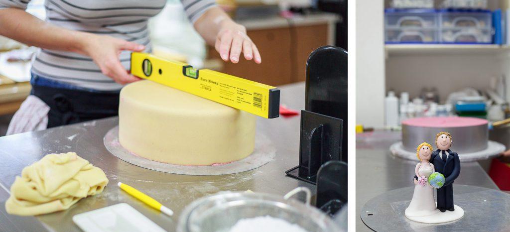 Kollage: Torte wird mit Wasserwaage abgemessen und Hochzeitspaar für Torte