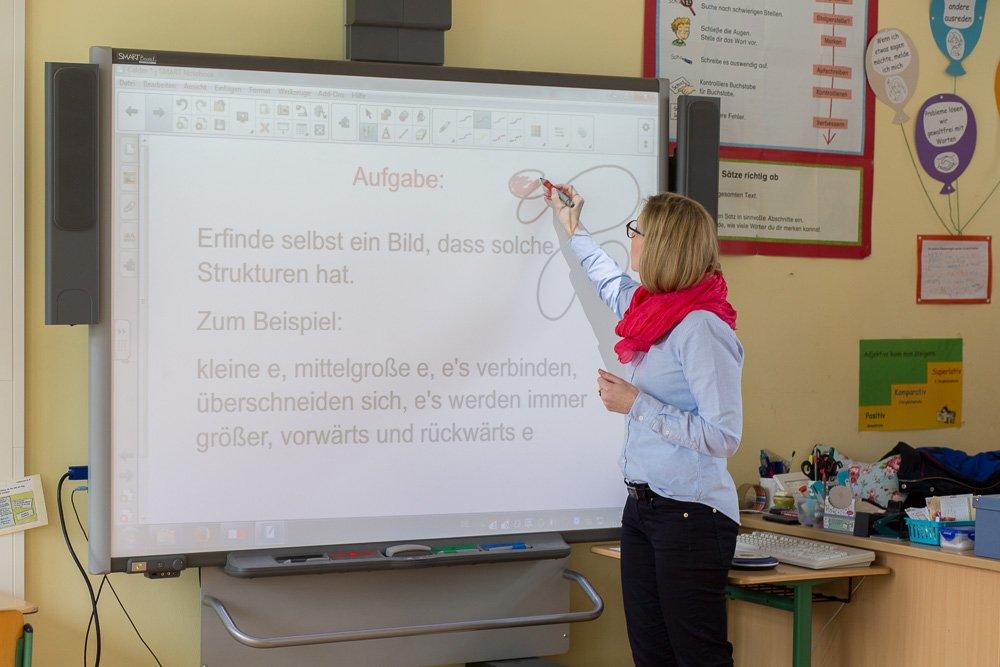 40 Stunden - Anna Halfmann erklärt eine Aufgabe