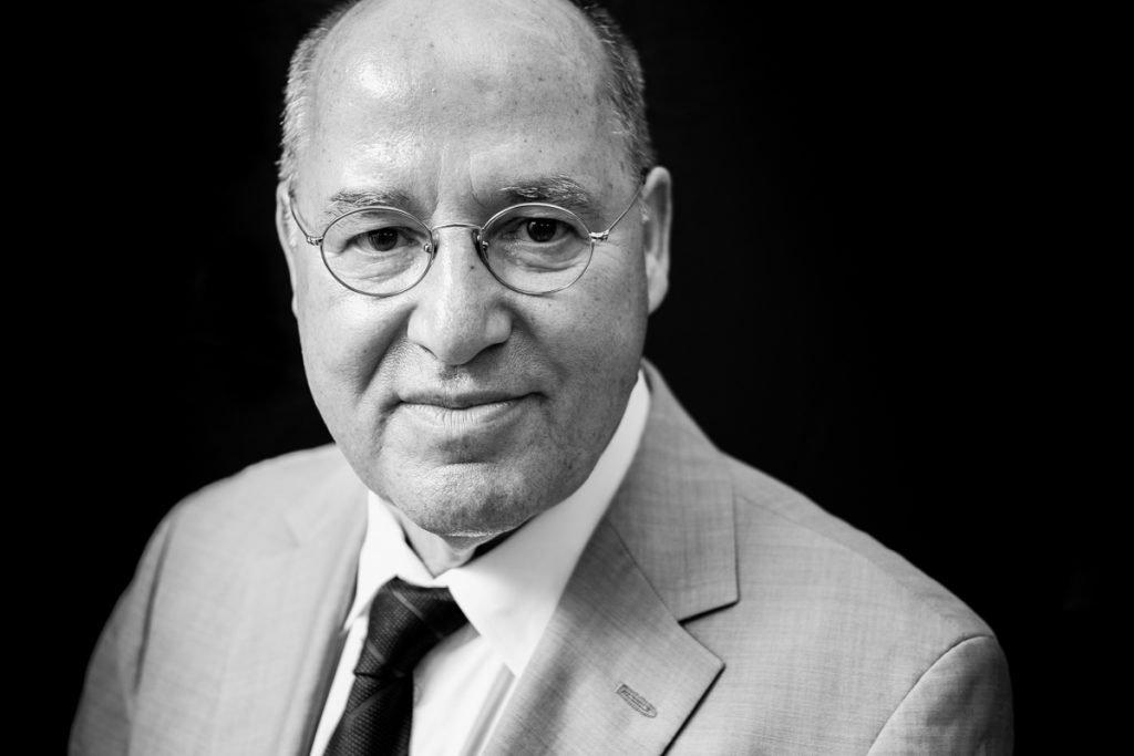 Schwarzweiß Portrait von Gregor Gysi_40Stunden